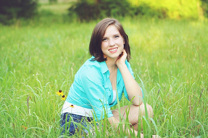 The Persimmon Perch - Senior Pictures in the field