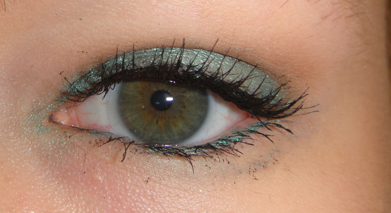 maybelline color tattoo edgy emerald, edgy emerald eye makeup look