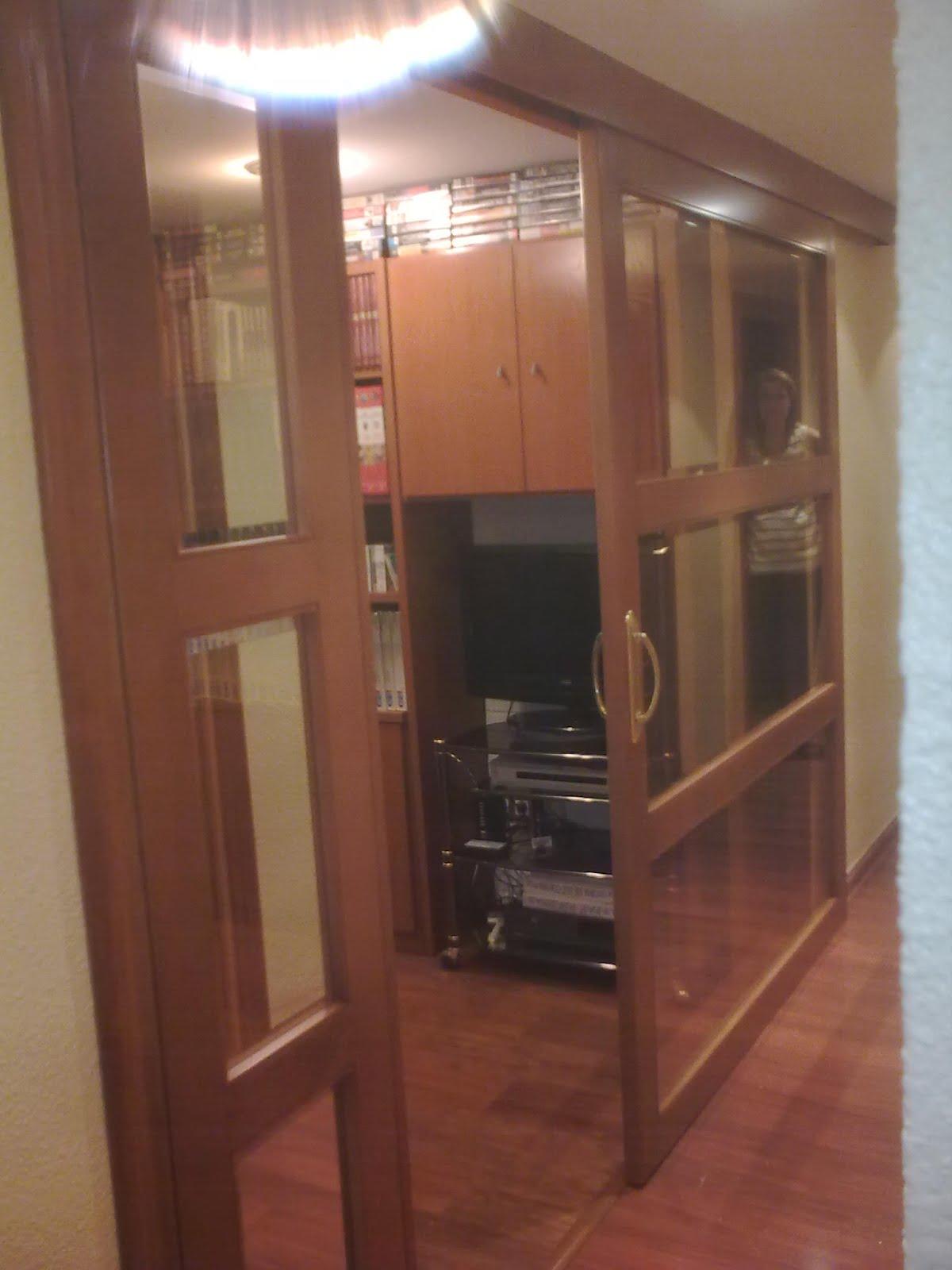 Puerta corredera con cristales muebles cansado zaragoza - Muebles con puertas correderas ...