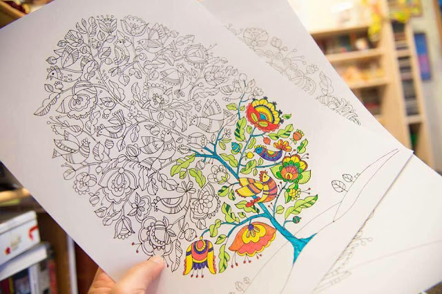 бесплатная раскраска для взрослых с птичками и деревом