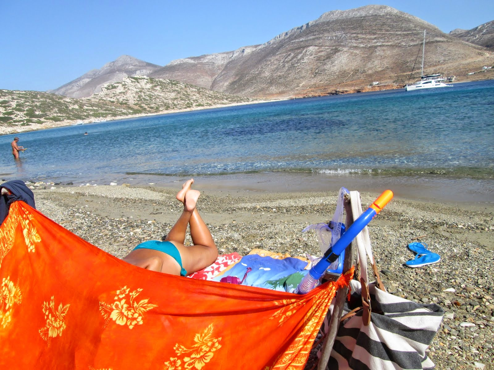 un pezzo di mare, un buon libro, una capanna arrangiata, il sole che ti cuoce la pelle...