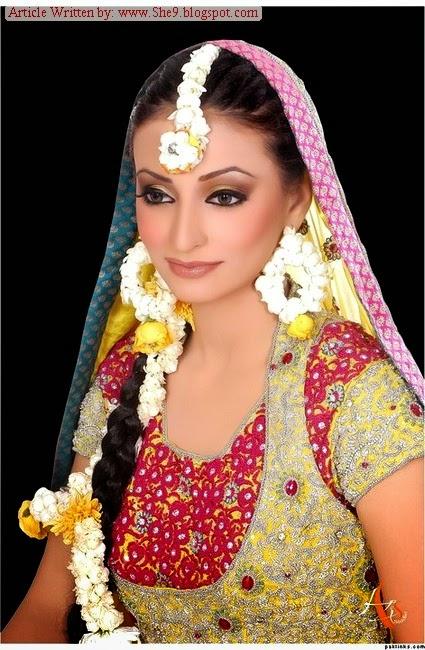 Flower Jewellery On Mehndi : Mehndi event accessories plates dandiya flower