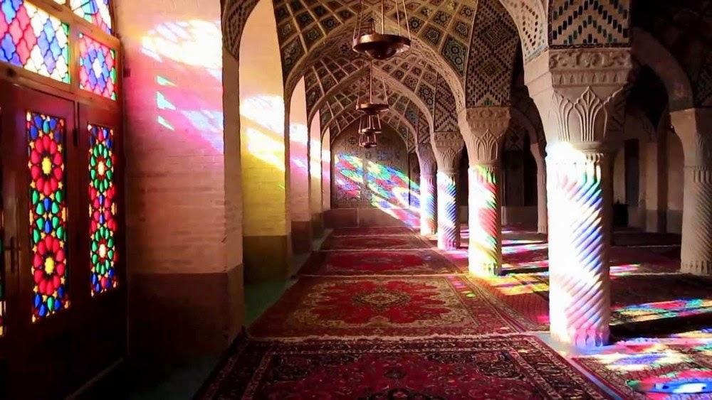 http://dangstars.blogspot.com/2014/07/masya-allah-masjid-di-iran-secantik-ini.html