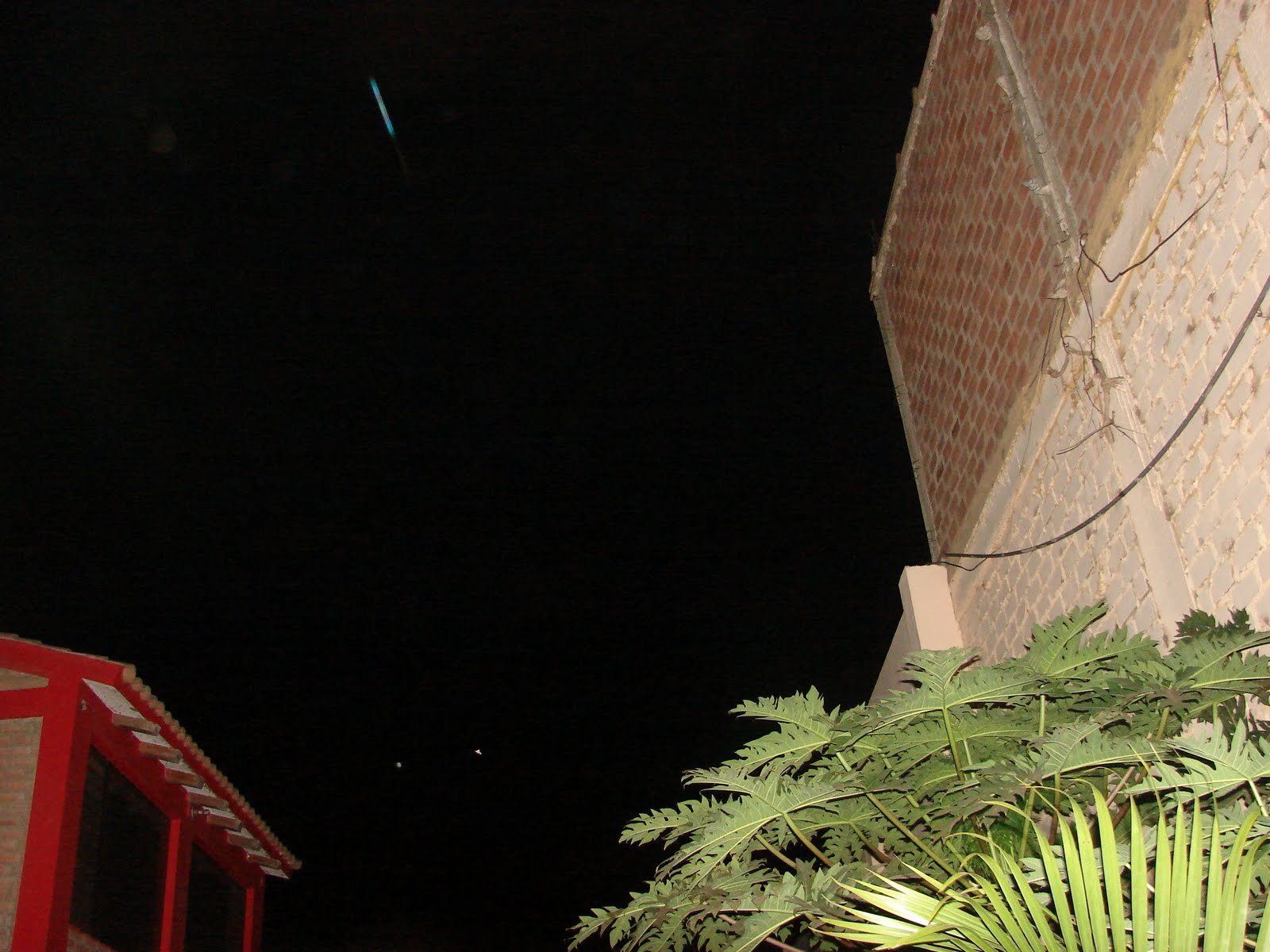 ATENCION-6-mayo-7-8-910...2011-Ultimos Avistamientos Ovni ´´LINEAL´´turqueza,celeste,5:02 am sec...