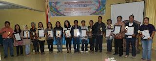 """Pelaku Program Nasional Pemberdayaan Masyarakat (PNPM) ditingkat Kecamatan dan Lembang/Kelurahan se-Kabupaten Tana Toraja mendapat penghargaan si Kompak Award yang diselenggarakan oleh Kelompok Kerja (POKJA) Ruang Belajar Masyarakat (RBM) bekerja sama dengan Satker PNPM – Mandiri Perdesaan Kab. Tana Toraja.  Acara yang bertajuk """"Anugerah SIKOMPAK Award 2012"""" ini, diselenggarakan pada tanggal 27 Maret 2013 bertempat di......"""