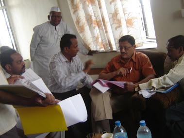 केंद्रीय नियोजन समितीचे सचिव डॉ. अलोक सिक्का आणि कृषी व फालोत्पादक मंत्रालयाचे संचालक  डी. एम. रायप