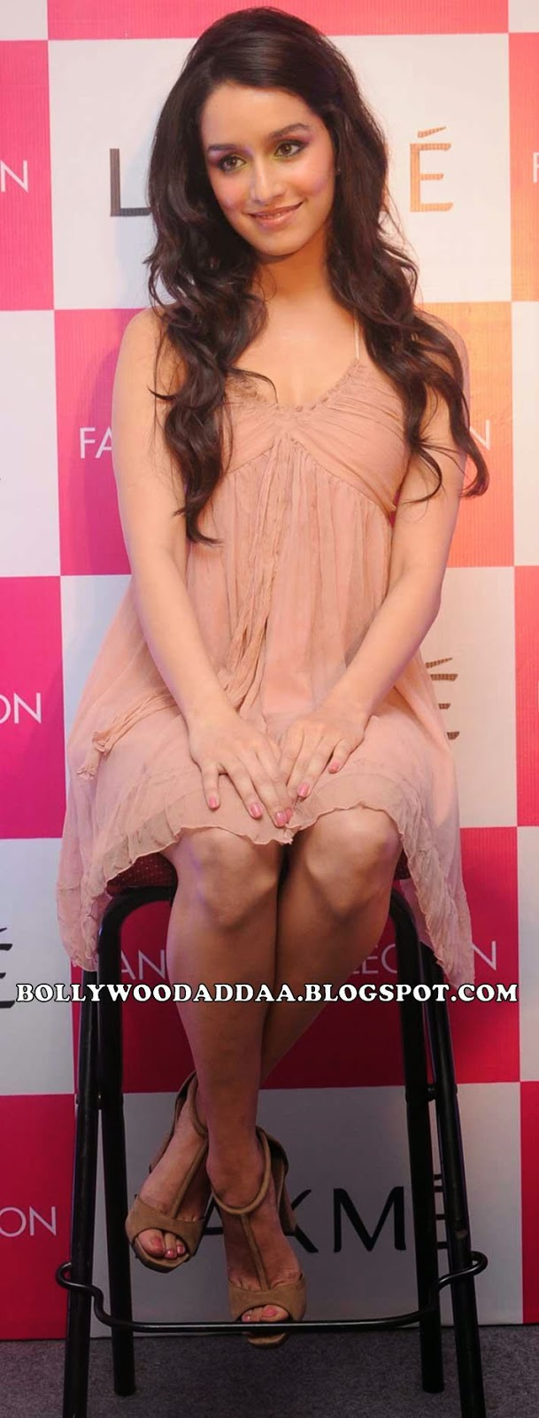 Shraddha Kapoor exposing her sexy thighs in peach color mini skirt sitting cross-leged at an event redhot hot pics hd
