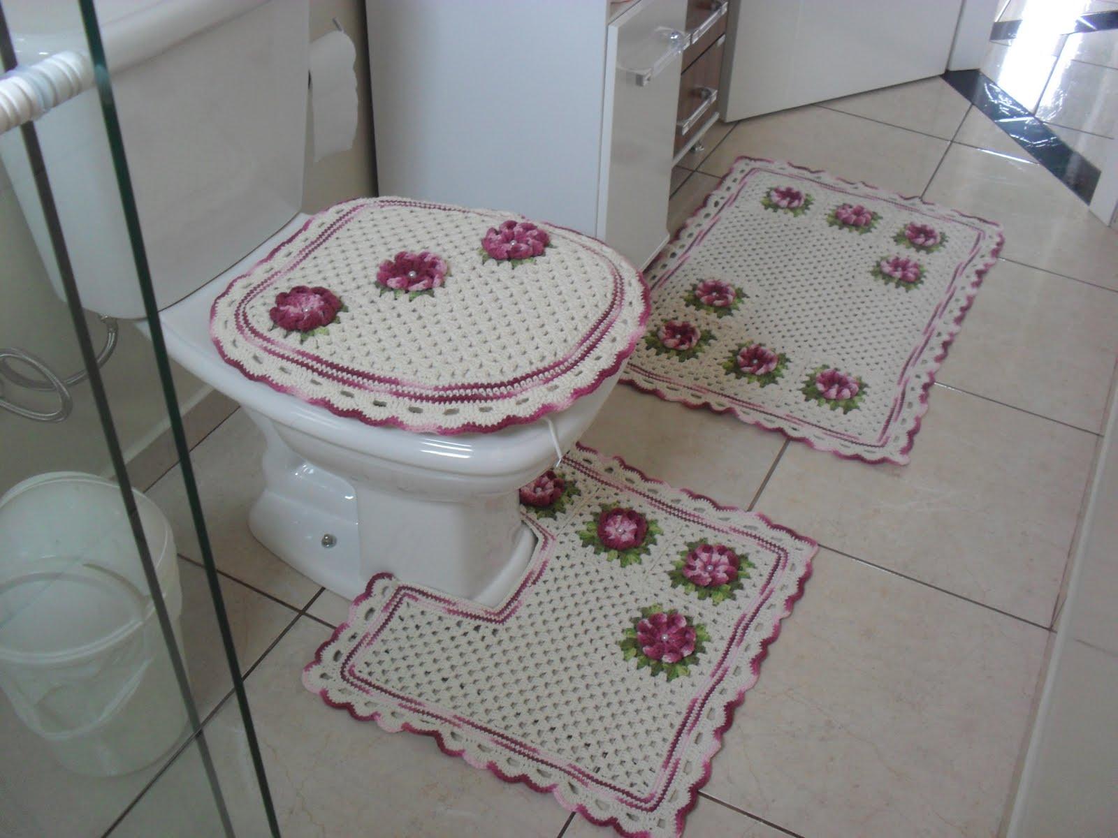 Crochê Fascínio: Jogo de tapetes banheiro Uma flor para alegrar o  #784B5F 1600 1200