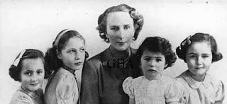 María Cristina de Borbón y Battenberg et ses filles