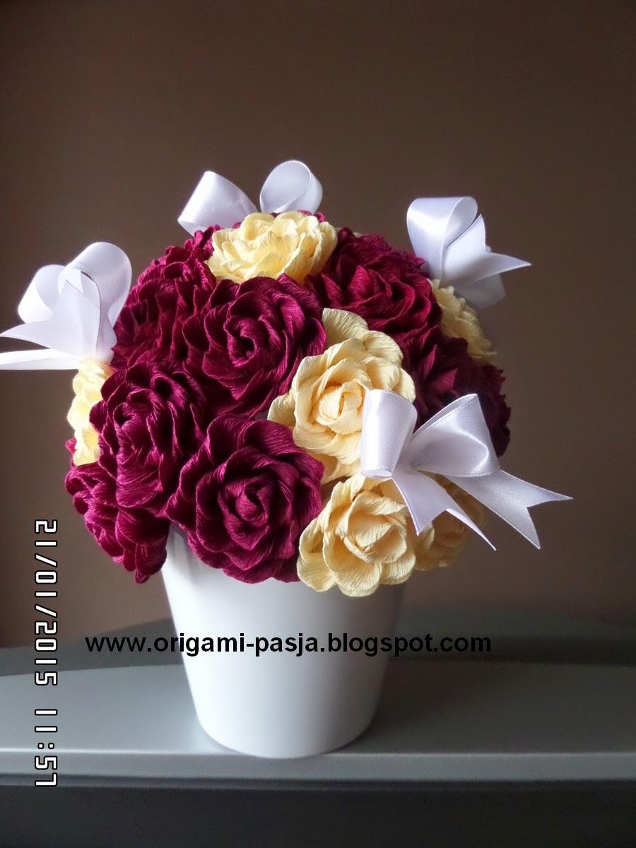 Doniczka z kwiatami z krepy włoskiej.