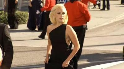 Lady Gaga sorprende con su look en los Emmy