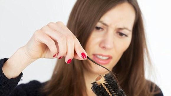Bạn đang đau đầu vì vẫn chưa tìm được cách nào để ngăn rụng tóc?