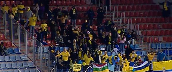 Un centenar de aficionados amarillos en Los Pajaritos