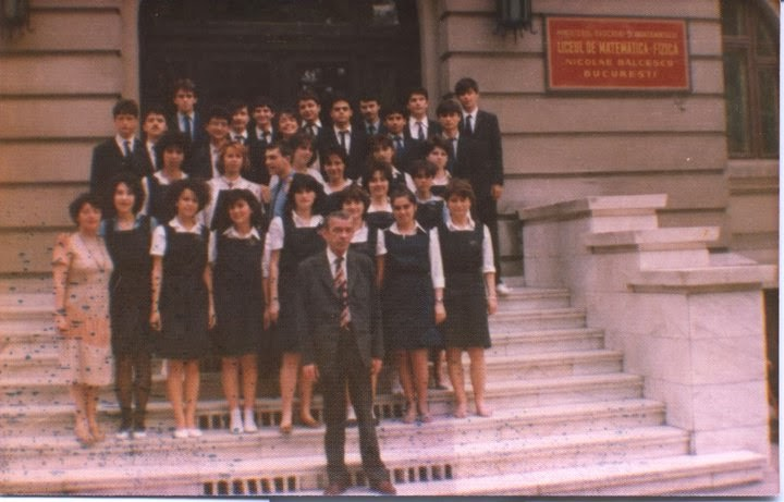 Olivia Marcov si colegii clasei 12 V, promotia 1986 Balcescu, Bucuresti