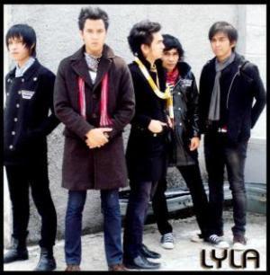 Lirik Lagu Lyla - Dengan Hati Lyrics