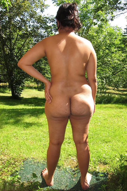 Naked Indian Aunty Round Big Ass Pics