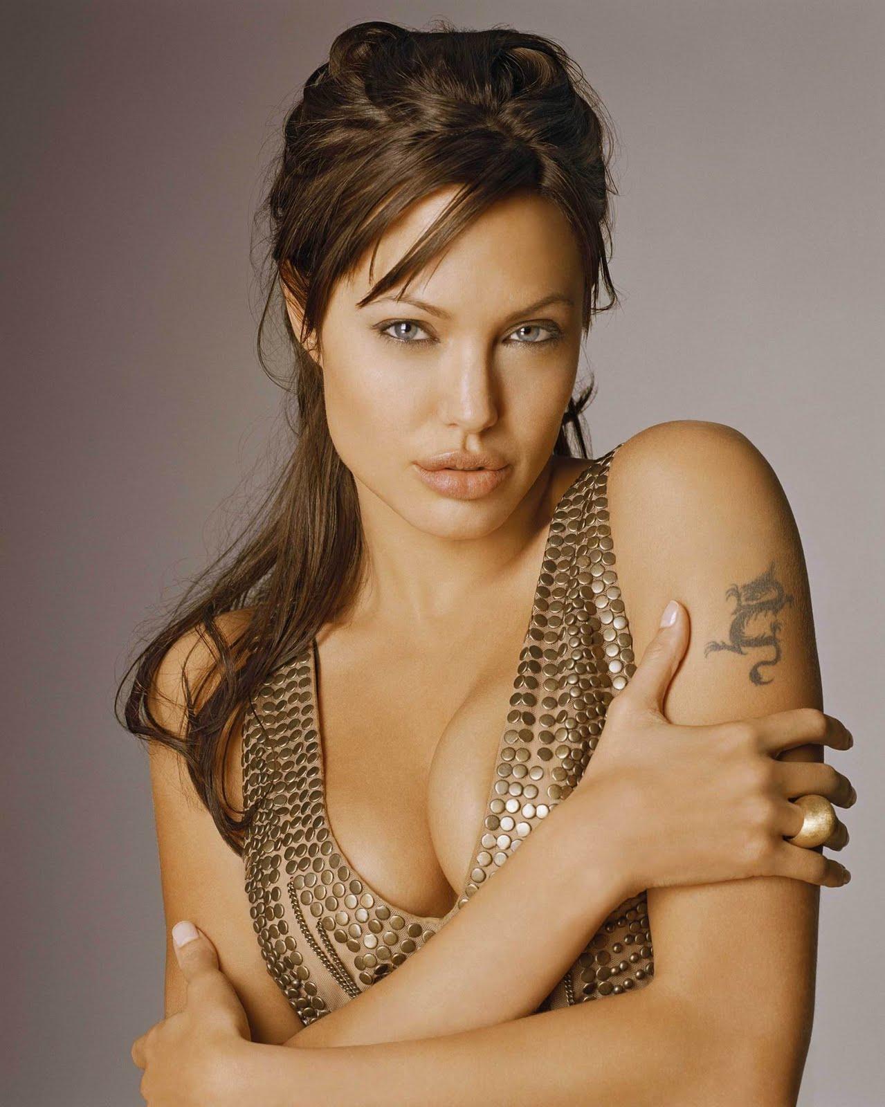 http://2.bp.blogspot.com/-cwUN-rdFhNY/TetRgn3m0cI/AAAAAAAAB5E/RrDjnFWuwDA/s1600/Angelina-Jolie-Sexy-Hot.jpg