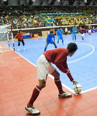 how to play futsal well