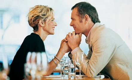 5 Things That Make Daters 'Click' - romantic woman man date restaurant
