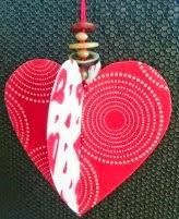 http://www.decoraydiviertete.net/2015/01/como-hacer-un-corazon-en-relieve.html