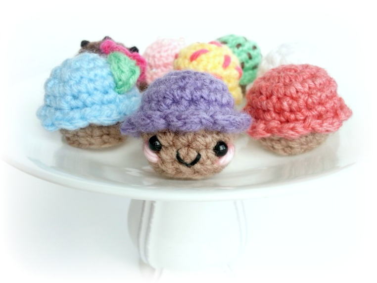 Crochet Pattern Free Cupcake : Ami Amore: Celebrating With Free Cupcakes! {Amigurumi ...
