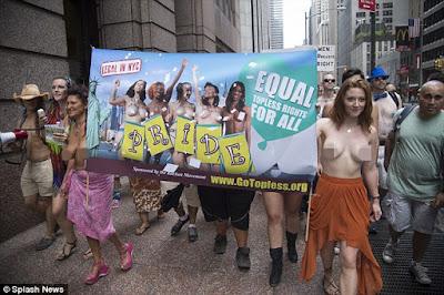 sekelompok orang di amerika mengkampanyekan hak untuk bertelanjang dada