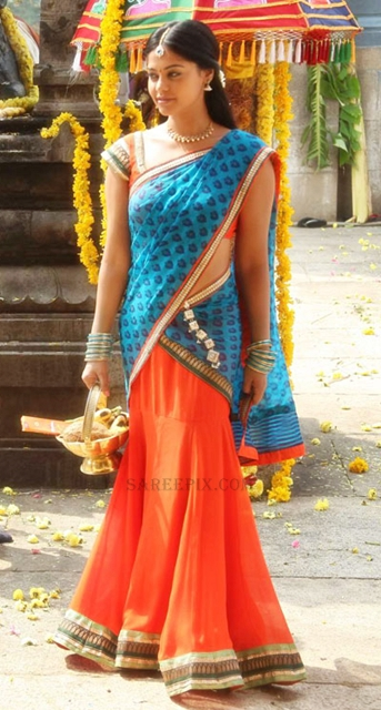 Bindu-madhavi-half-saree-Desingu-Raja-tamil-movie
