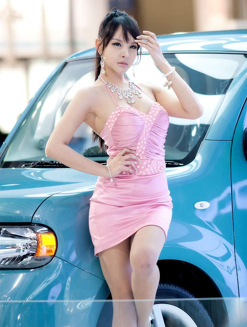 Car Shows Take Place All Over The World Asian Racing Girls - Asian car show girls
