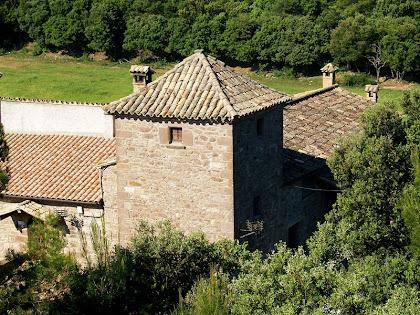 El mas de Vilarassau des de l'ermita de Sant Vicenç