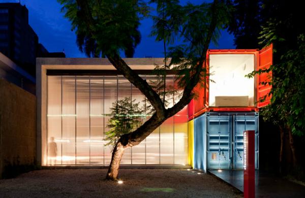 Arquiteto brasileiro cria projeto com contêiners reciclados