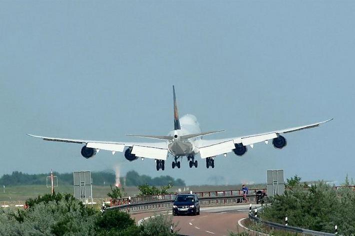 """لايبزغ هال""""... أغرب مطارات العالم"""