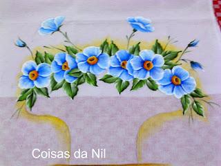 flores azuis em cesta croche
