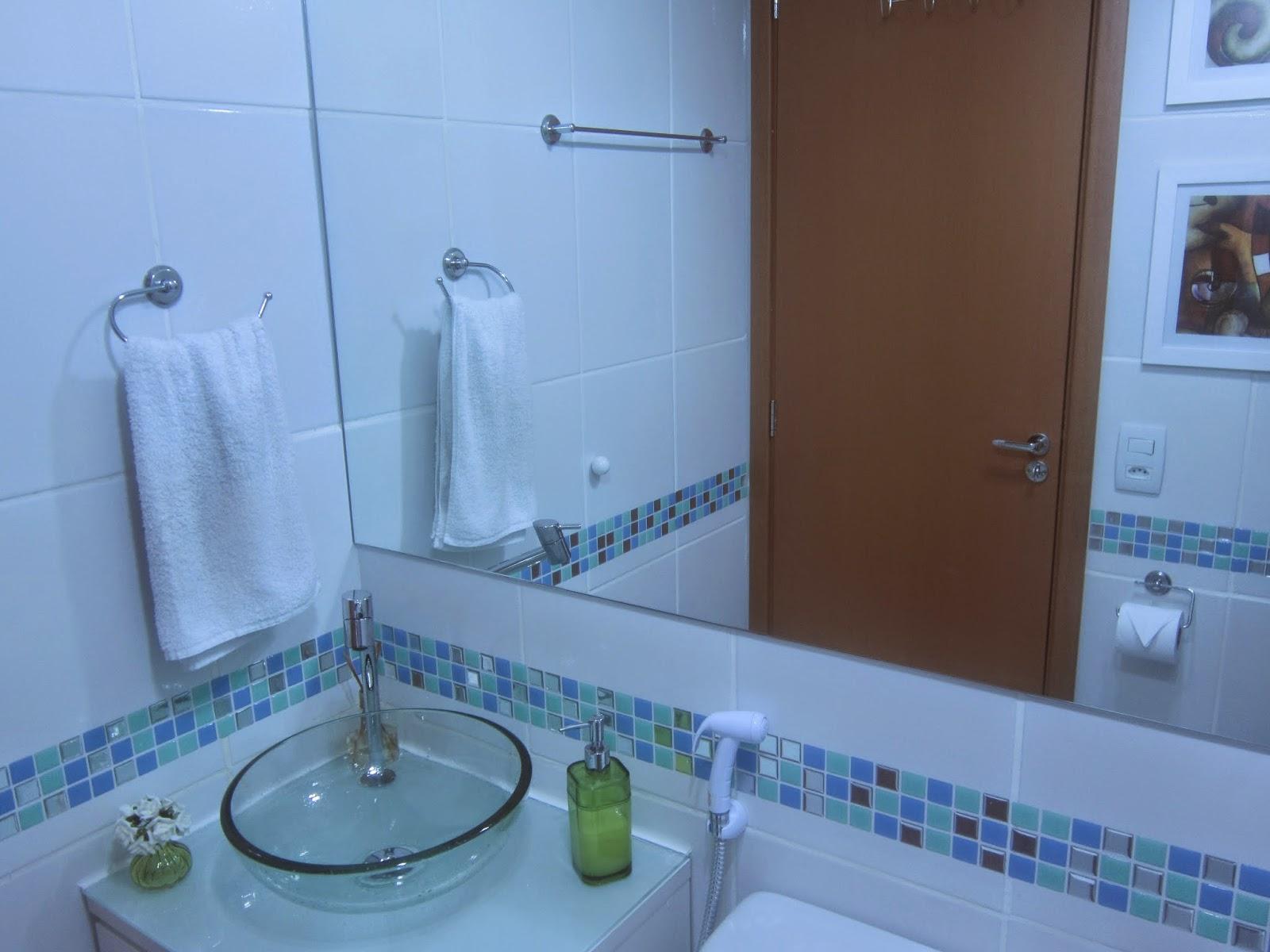 Cafofo Sonhado: Decorando banheiros pequenos: 2 banheiros 2m² cada  #1056BB 1600 1200