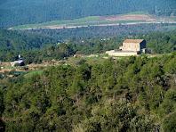 El mas Matamala i el seu entorn, vist des de llevant