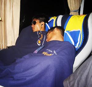 Tidur di  bis Saat di Perjalan
