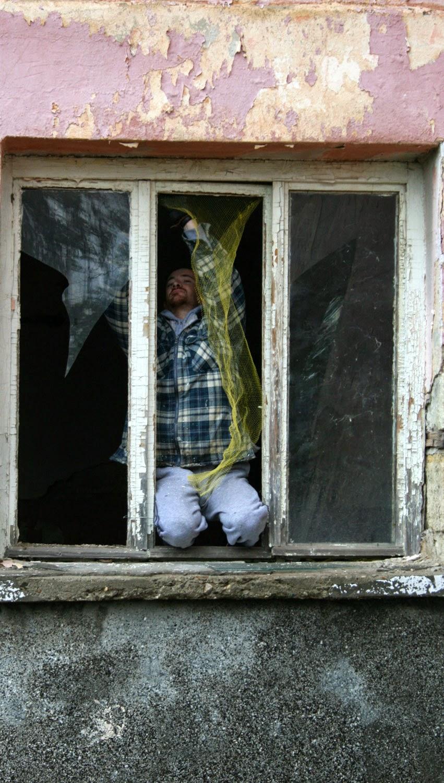 T fixing the bird netting