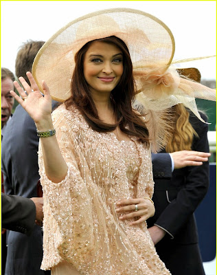 Aishwarya Rai is Pregnant : Baby Bump Photos