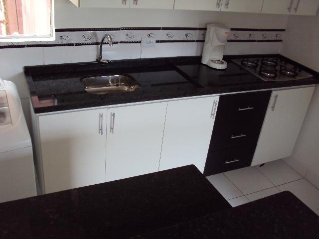Armário de cozinha com fogão cooktop embutido