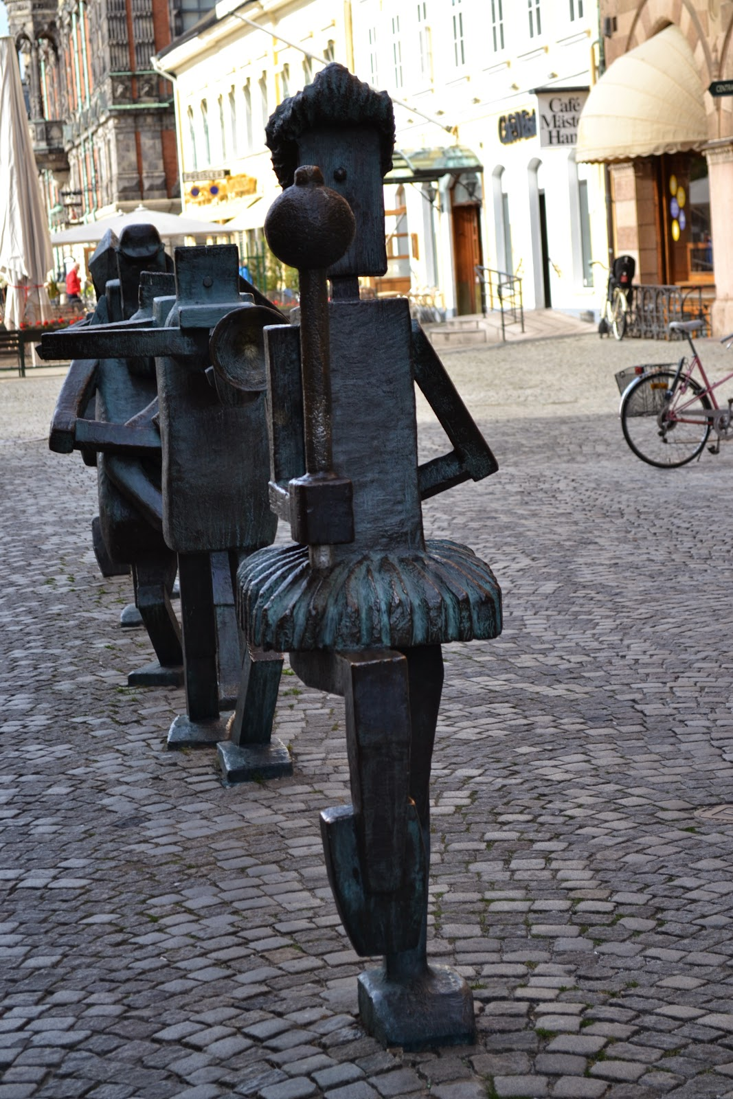 Sculpture in the middle of Streets , Malmo
