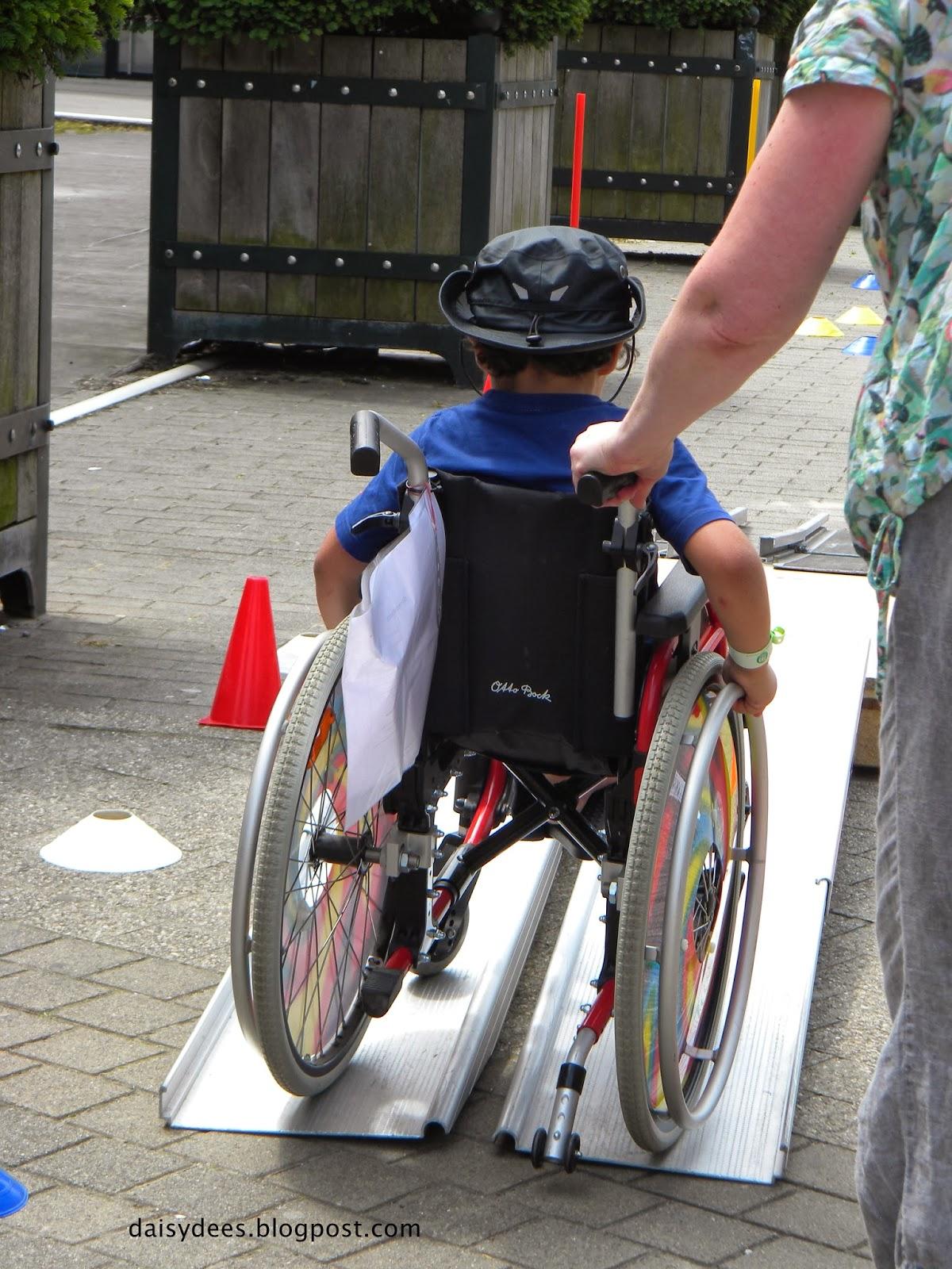 Daisyd es sensibilisation des enfants au handicap for Basketball en chaise roulante