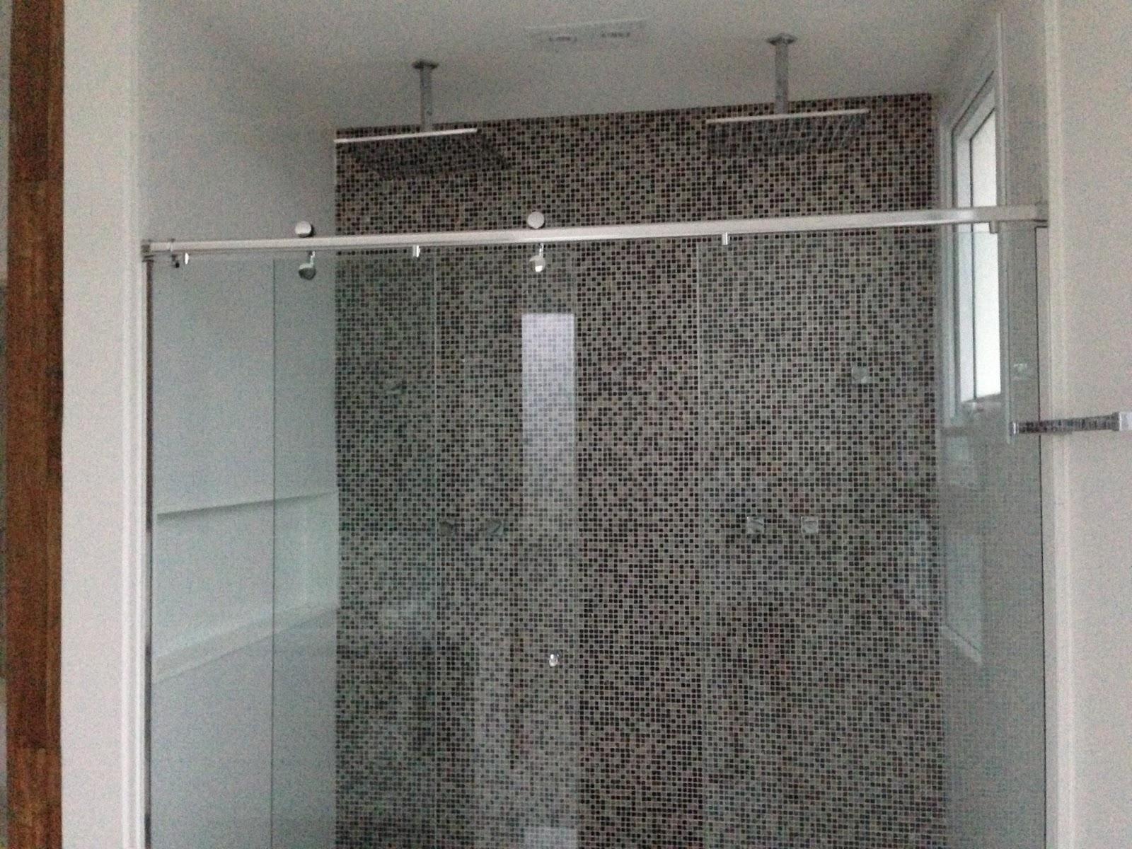 Banheiro de casal com chuveiro quadrado! Casas Modernas #5B4538 1600 1200