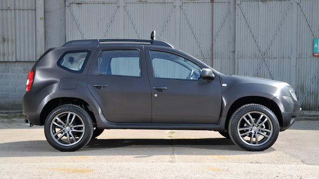 Dacia Duster Black Edition side