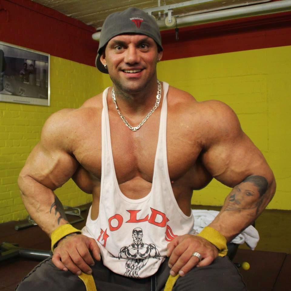 Gay bodybuilders worship