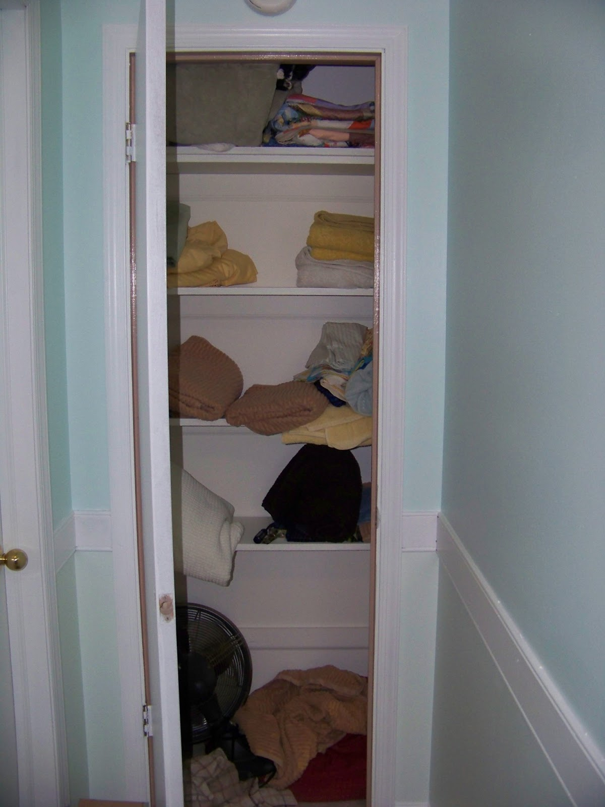 Well Thats A Mighty Messy Linen Closet Howd All Those Towels End Up So Disheveled And On The Floor