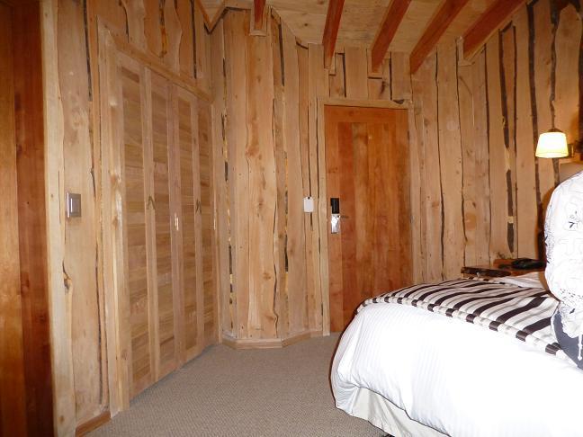 Fotos y dise os de puertas puertas plegables madera - Puerta plegable madera ...