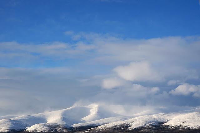 Горы Хибины в снегу.