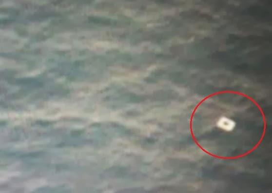 Benda putih diduga pintu pesawat MH370 (Globalnews)