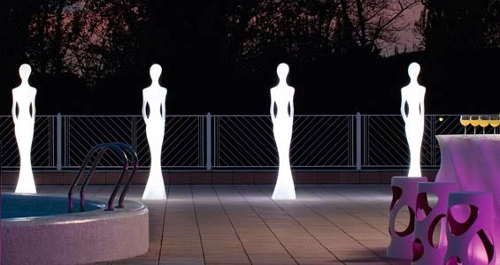 lampadaire silhouette géante