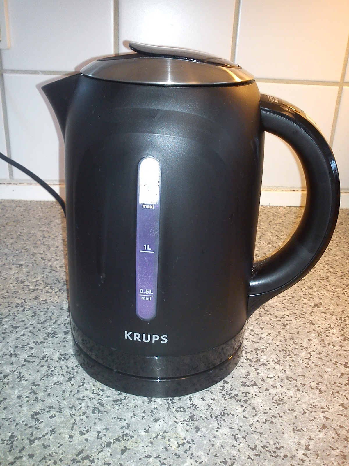 Kitchen of Kiki: Kitchen equipment 13 - electrical kettle