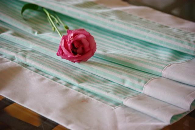 Bieżnik pistacjowy , serweta na ławę , bieżnik w pasteli